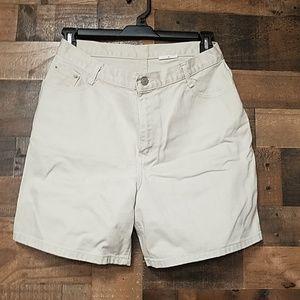 No brand cream shorts size 16 w/ zipper & pockets